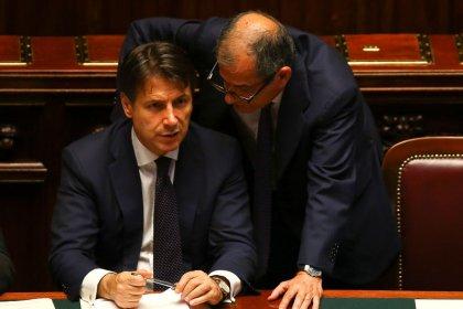 Manovra: Italia taglia target deficit/Pil a 2,04%, confida in ok Ue