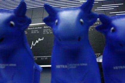 Les Bourses et l'euro en baisse, l'économie mondiale inquiète