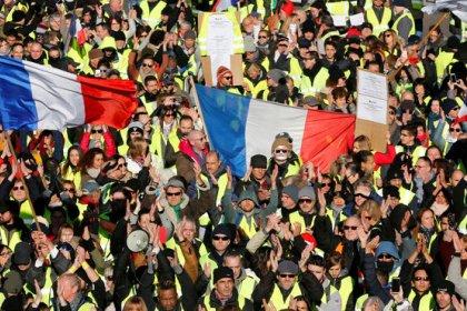 Miles de 'chalecos amarillos' se echan a las calles de Francia en el quinto sábado de protestas