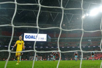 Eriksen strike gives Spurs last-gasp Burnley win