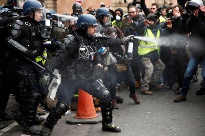 """Miles de """"chalecos amarillos"""" salen a las calles de Francia en quinto sábado de protestas"""