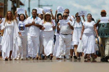 Declaran fugitivo al curandero brasileño acusado de abuso sexual por 300 mujeres