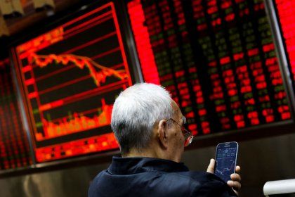 Asian shares hobbled by mounting risks to global growth