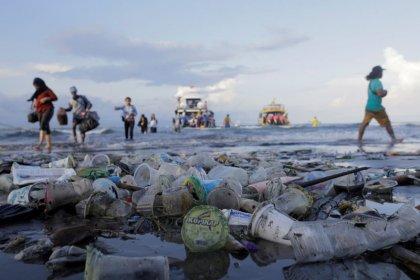 La UE prohibe plásticos de usar y tirar para reducir la contaminación marina