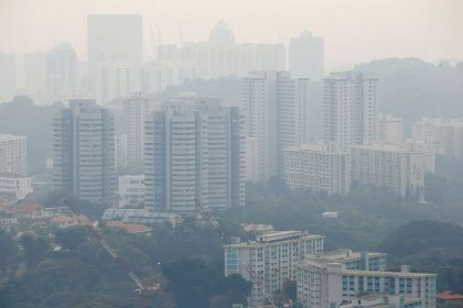سنغافورة تشهد أسوأ ضباب دخاني في ثلاث سنوات