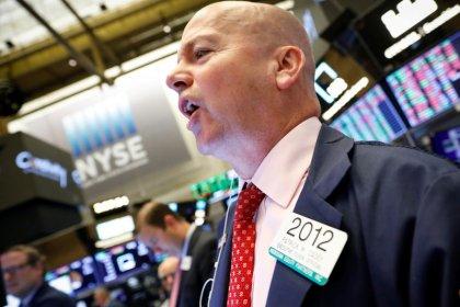 مؤشرات الأسهم الأمريكية تهبط وقطاع الطاقة يقفز