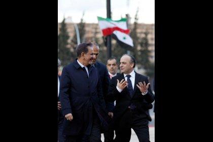 سوريا تشن حملة على المتربحين لتخفيف أزمة العملة