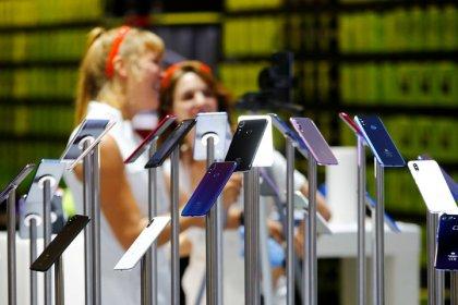 Make smartphones last longer to cut emissions in EU: activists' report