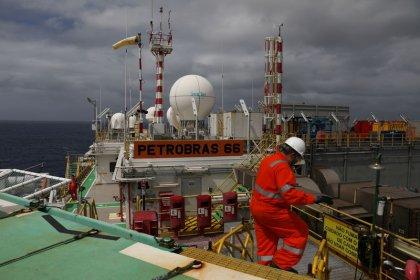 Petrobras e sindicatos recebem proposta de acordo coletivo do TST