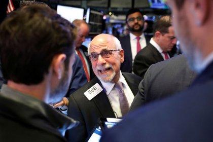 Wall Street recua com otimismo comercial abalado
