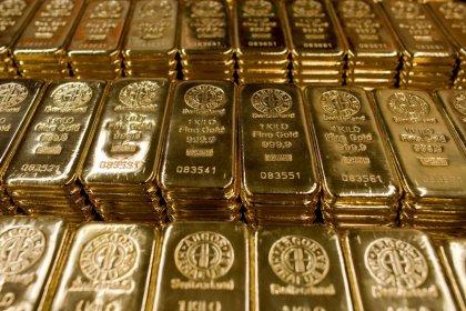 الذهب يتماسك قرب ذروة 3 أسابيع مع عزوف المستثمرين عن المخاطرة