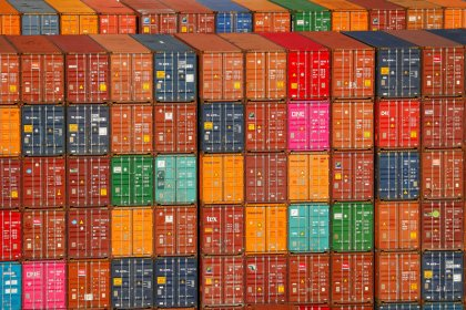 U.S. trade deficit rises in August