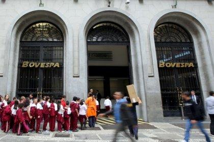 Ibovespa cai a menor nível em mais de um mês; bancos pesam