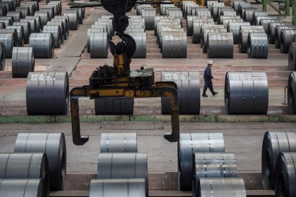 Weak demand offsets fall in iron ore prices for steelmakers