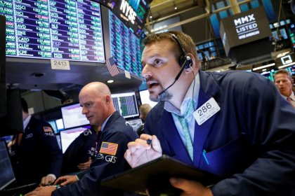 Stocks pause on unsettled trade deal; earnings eyed