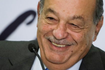 Mexican billionaire Slim vows to invest in Mexico, touting economic prospects