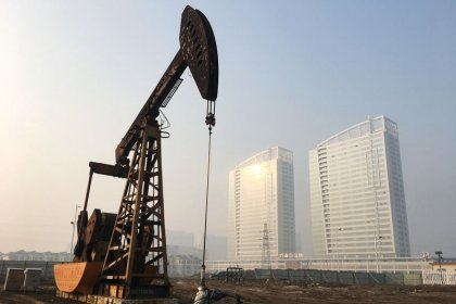 Oil prices fall as data points to huge build in U.S. stocks