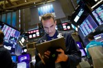 U.S. stocks gain on upbeat earnings, geopolitical news