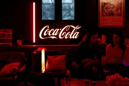 Zero-sugar sodas, smaller soft drink cans drive Coca-Cola revenue beat