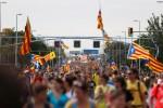 Milhares convergem em Barcelona para 5º dia de protestos catalães