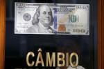 Dólar cai 1,3% ante real e volta a se aproximar de suporte técnico