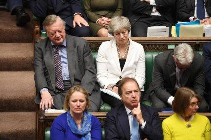 Johnson, desafiante después de que el Parlamento retrase el proceso del Brexit