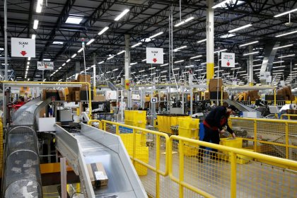 U.S. companies facing worker shortage race to automate
