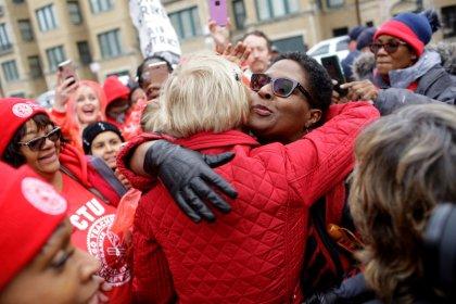 U.S. presidential hopeful Warren rallies with striking Chicago teachers