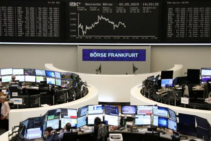 Tech stocks weigh on Europe, Brexit delay looms