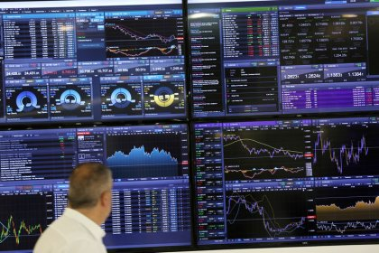Global shares hit by tech problems and Brexit snags