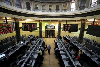 أسهم الشركات العقارية تهبط بمصر؛ وأداء متباين لأسواق الخليج