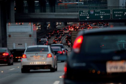 GM, Toyota, Fiat Chrysler back Trump on California emissions challenge