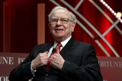 Buffett's Berkshire tops profit forecasts despite trade drag, record cash