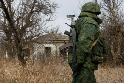 L'armée ukrainienne et les séparatistes évacuent Petrivske