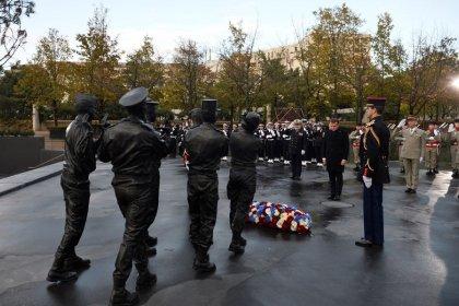 """Macron salue la """"cohorte héroïque"""" des morts en opérations extérieures"""