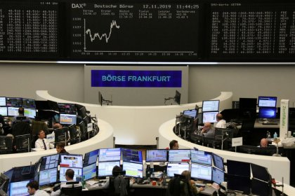Dados da Alemanha e balanços elevam ações europeias para perto de máximas em 4 anos