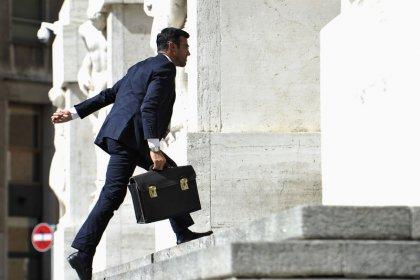 Borsa Milano apre debole su realizzi, bene Safilo e Ferragamo, pesante Prysmian