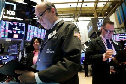 بورصة وول ستريت تغلق على مكاسب صغيرة بعد تقارير متباينة بشأن محادثات التجارة