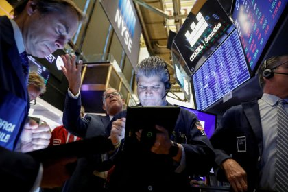 الأسهم الأمريكية تفتح مستقرة بعد نتائج مالية متباينة لشركات التجزئة
