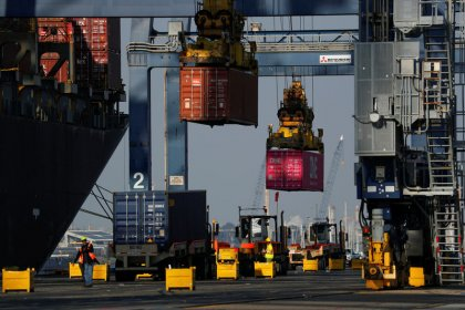 U.S. trade deficit hits 1-1/2-year low; weekly jobless claims fall