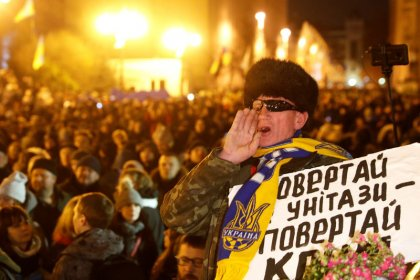 Don't cede too much for peace at Paris talks, Ukrainians tell president