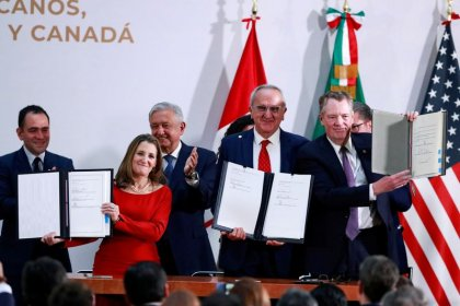 新NAFTA協定、3カ国が修正文書に署名 労働改革監視など