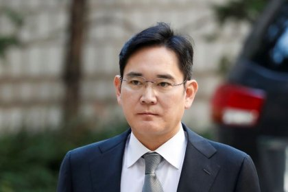 Samsung sets up anti-corruption panel as chief faces trials