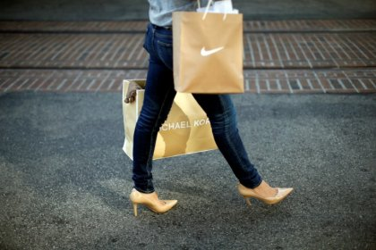 U.S. retail sales rise steadily; weekly jobless claims fall