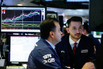 Dados sólidos e balanços financeiros levam Wall Street a novas máximas