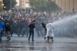 Dúzias de pessoas são feridas em conflito entre forças de segurança e manifestantes em Beirute