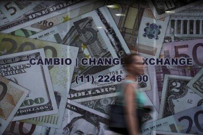 Dólar volta a subir e fecha acima de R$4,20 com aversão global a risco