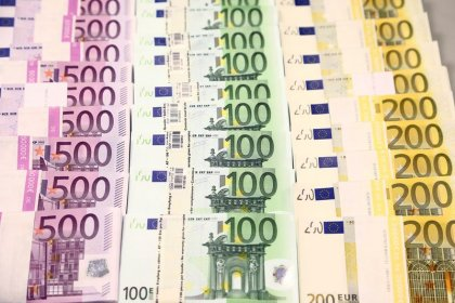 Euro near seven-week low after ECB; China virus worries linger
