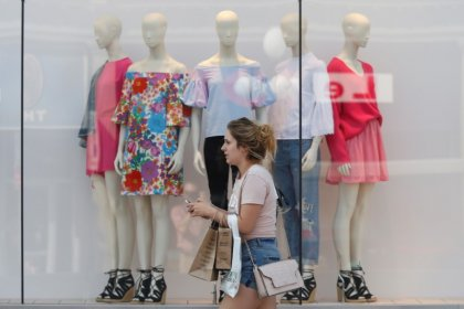 Canadian retail sales jump 0.9% on higher auto sales