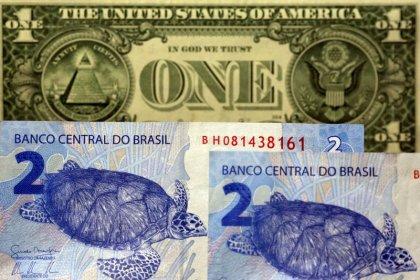 Dólar segue exterior, fecha em alta e sobe pela 4ª semana consecutiva ante real